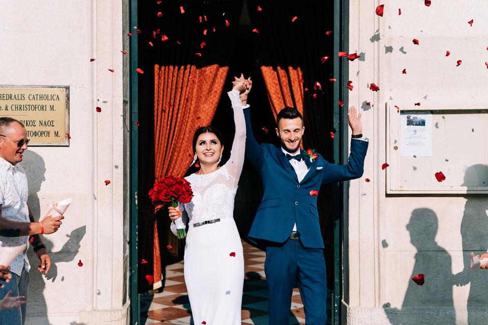 Ślub-kościelny--konfetti-z-płatków-a