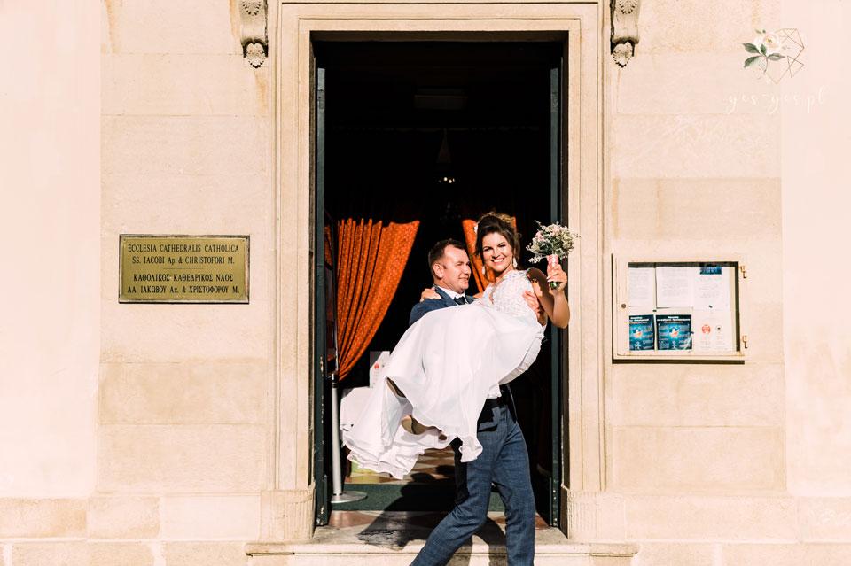 Ślub-na-Korfu--na-rękach-ukochanego-a